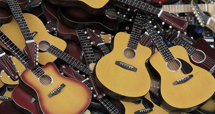 Kim Breedlove's beroemde acoustische gitaarbody shapes, het verhaal erachter