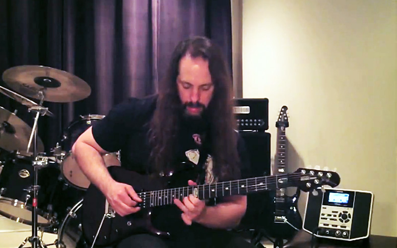 Dream Theater gitarist John Petrucci op de BOSS JS-10 eBAND