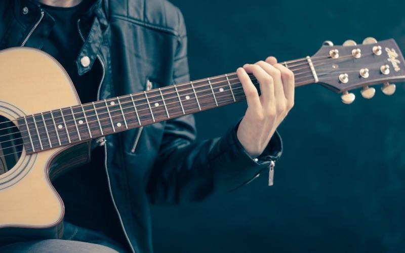 Leer online gitaar spelen op Gitaartabs.nl